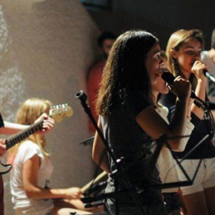 Rock 2 Niña cantando